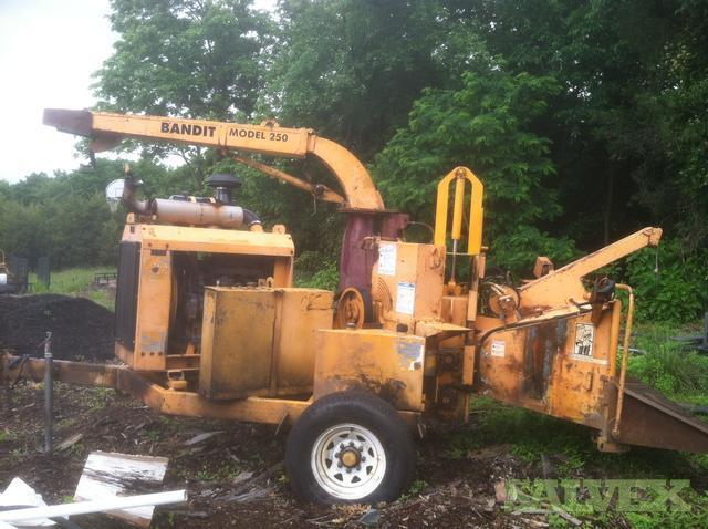 Chipper - 2002 Brush Bandit Chipper Model 250