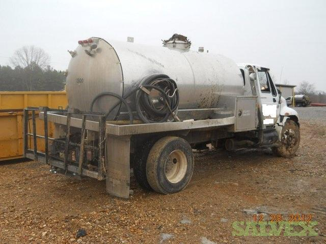 Truck - 2007 International 4300 with a septic tank