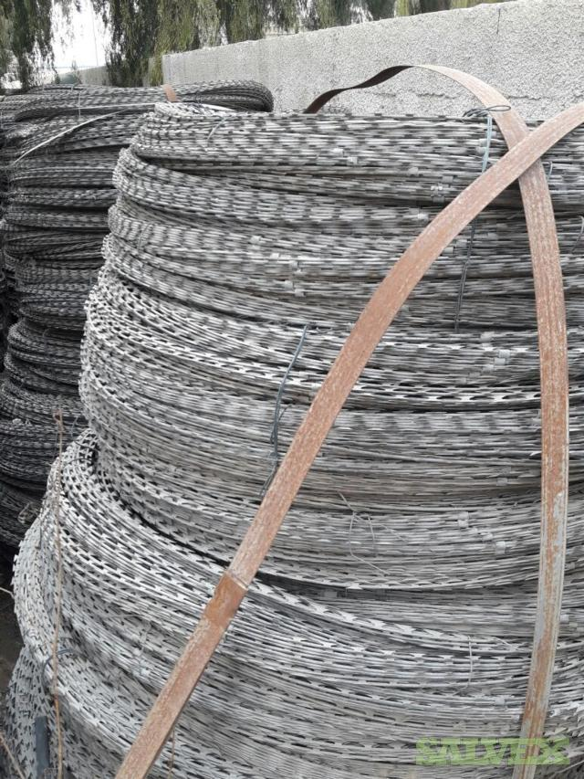 Galvanized Concertina Barbed Tape (Security, Construction sites applications)