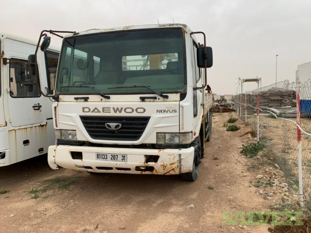 Daewoo Trucks 2007 with Cranes / Capacity: lT I 5.ST (2 Units)