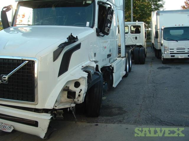 Volvo VNL64 T/A Conv Sleeper Tractor 2015