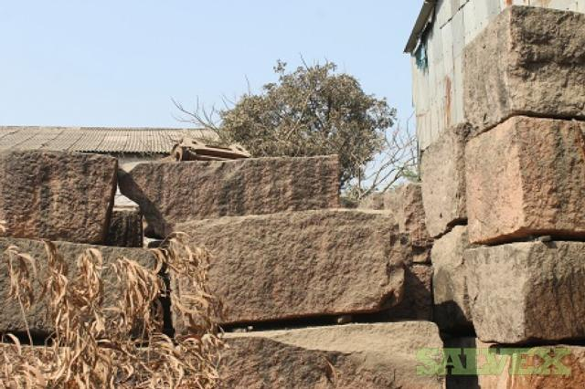 Rough Granite Blocks  2 Colours Mix lot: Jhansi Red and Cherry Brown (1000 tons approx)