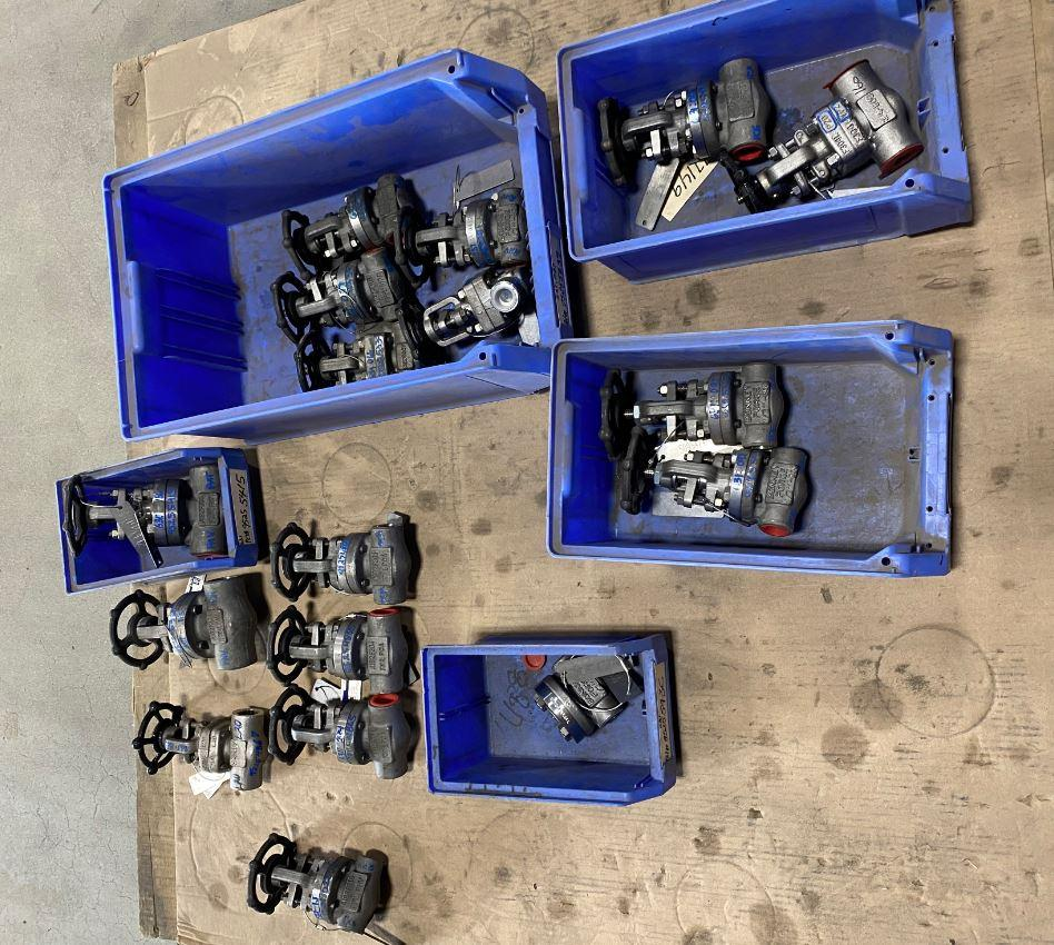 Carbon and Stainless Steel Valves 0.5 -1  - 39 Units