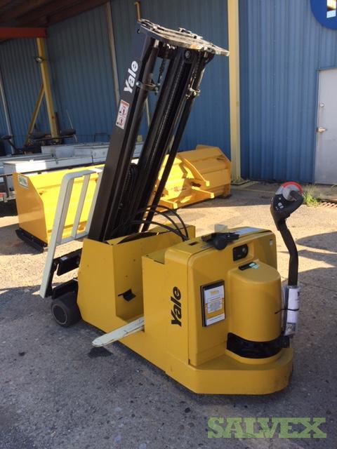 Yale MCW-040E Counterbalanced Stacker