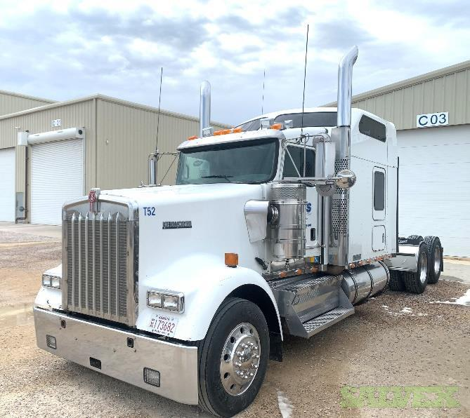 Kenworth W900L Studio Sleeper Truck // 2012