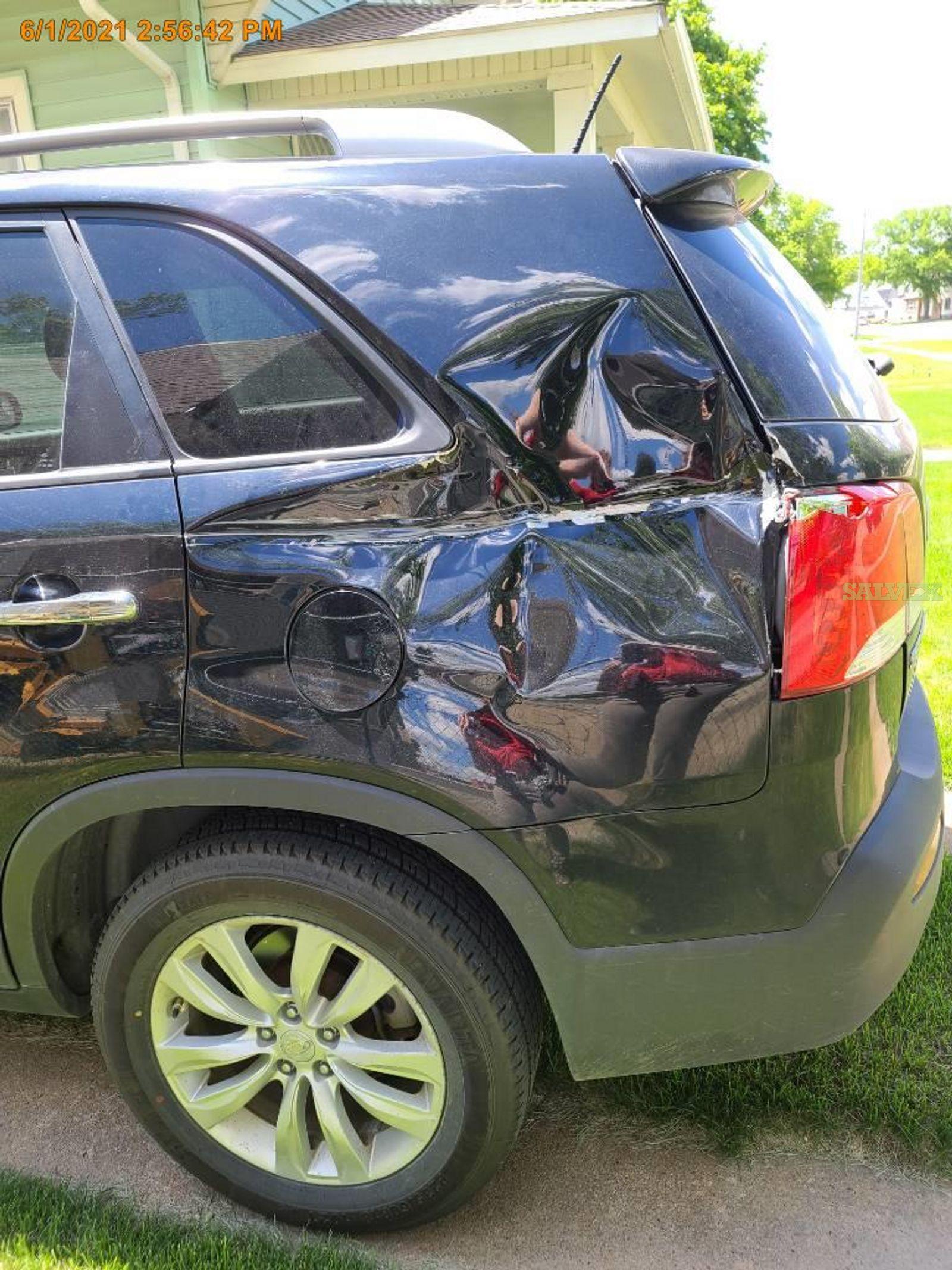 Kia Sorento EX AWD 4-Door SUV 2011 (1 Unit)