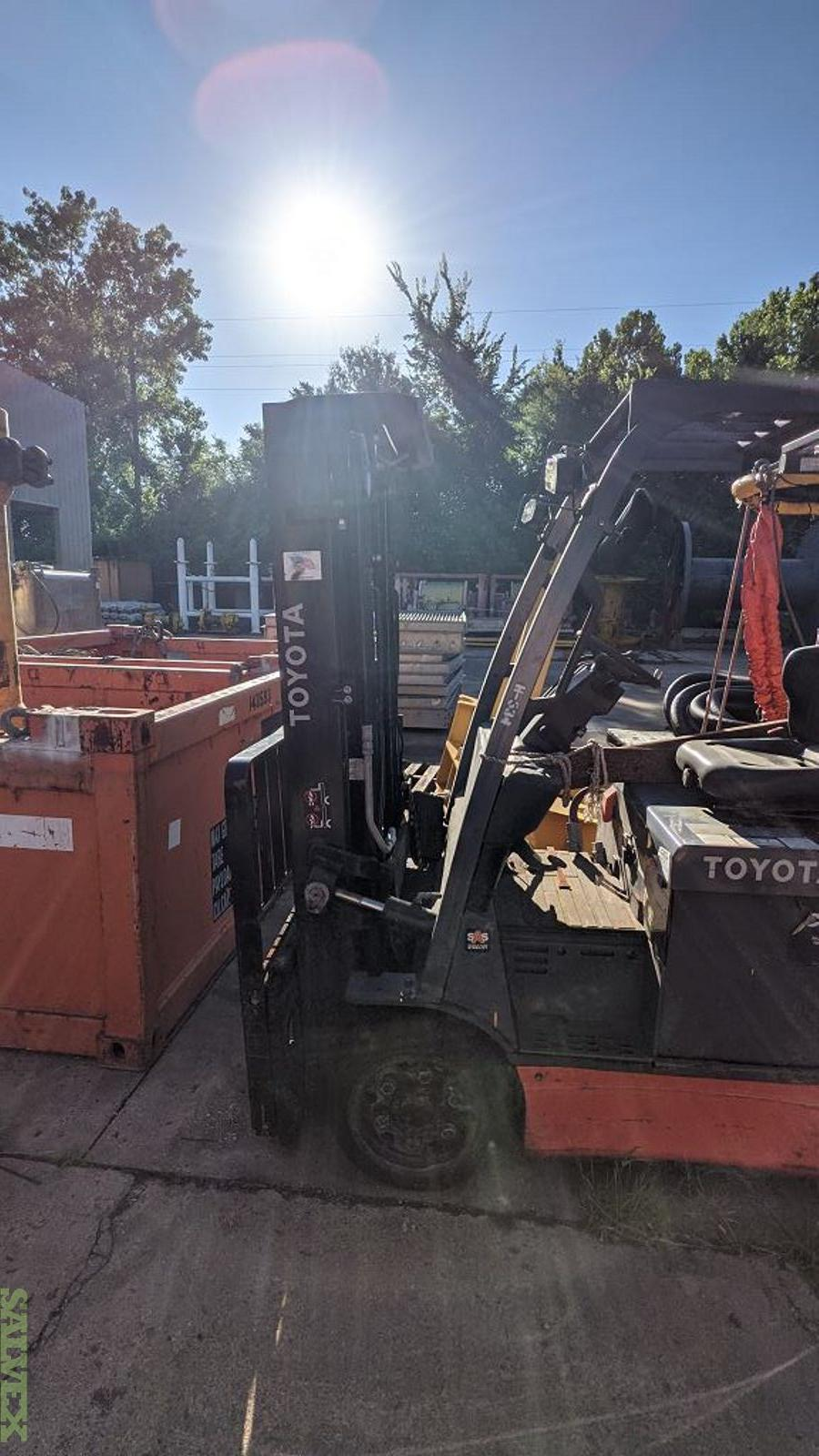 Toyota & Hyster Electric Forklift Truck (2 Units)