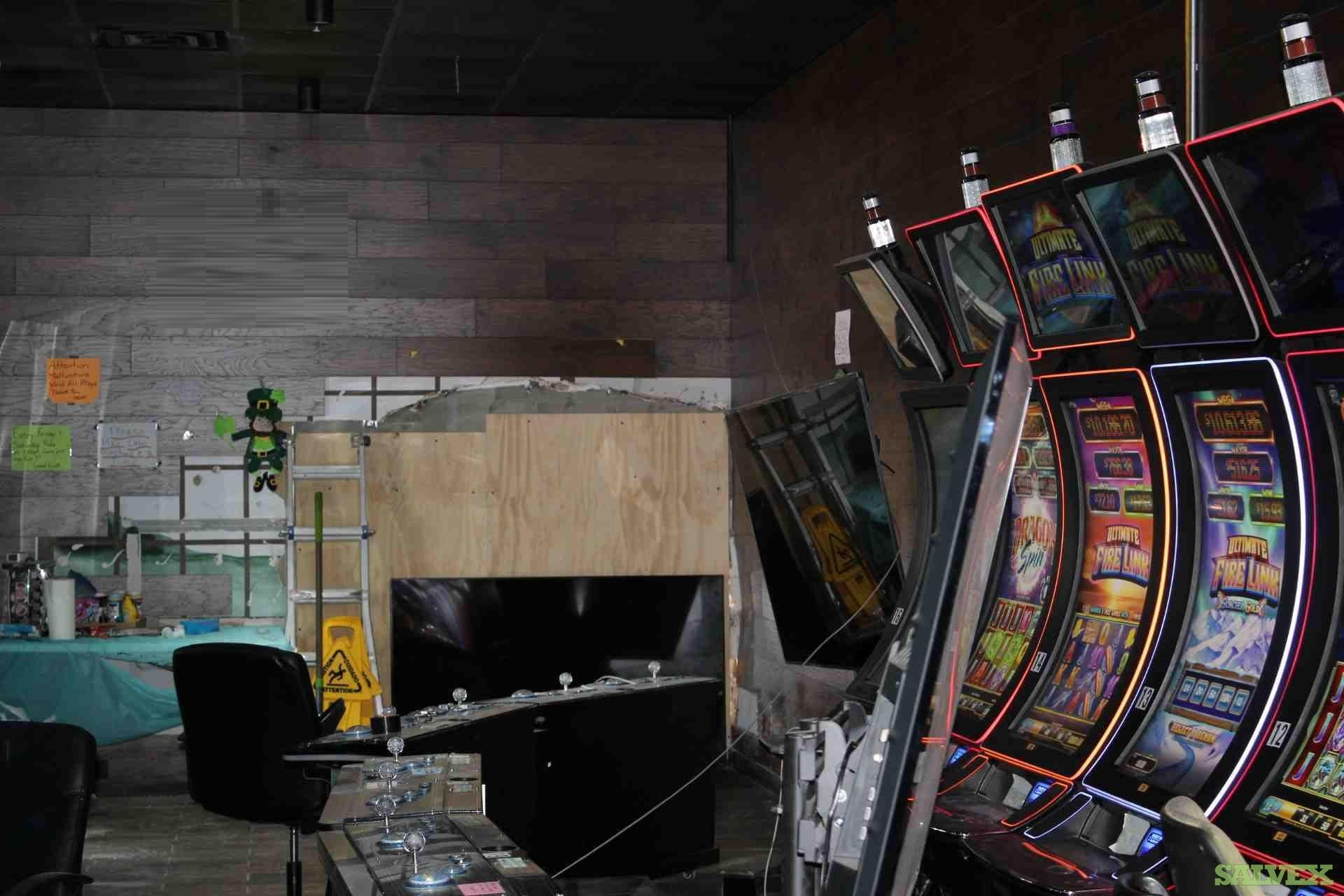 Casino Games: 3 Fishing and 3 Stand up - Damaged (6 Units) in FL